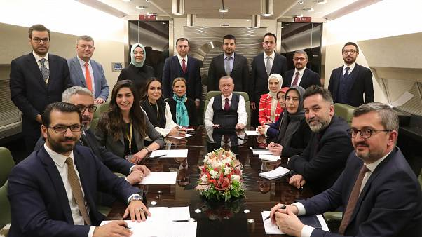 Türkiye Cumhurbaşkanı Recep Tayyip Erdoğan, uçakta gazetecilerle sohbet etti