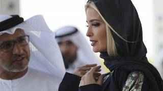 إيفانكا ترامب خلال زيارتها مسجد الشيخ زايد في العاصمة الإماراتية أبو ظبي. شباط/2020