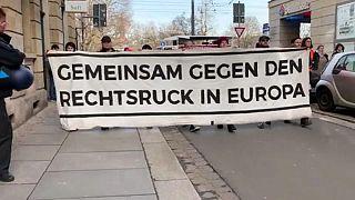 هزاران نفر در شرق آلمان علیه ائتلاف احزاب با راست افراطی تظاهرات کردند