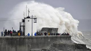 """На Британские острова обрушился шторм """"Деннис"""""""