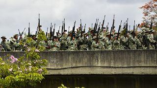 Militärübung mit 2,3 Milizionären: Guaidó appelliert an Soldaten
