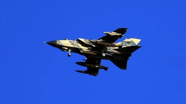 صورة أرشيف لطائرة حربية من نوع تورنيدو تابعة لسلاح الجو السعودي تحلق فوق بحر الخليج خلال تدريب على بعد 450 كم شرق العاصمة الرياض. 29/11/2007