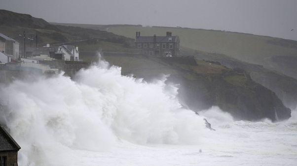 Dennis provoca una alerta roja 'por riesgo de muerte' en Gales