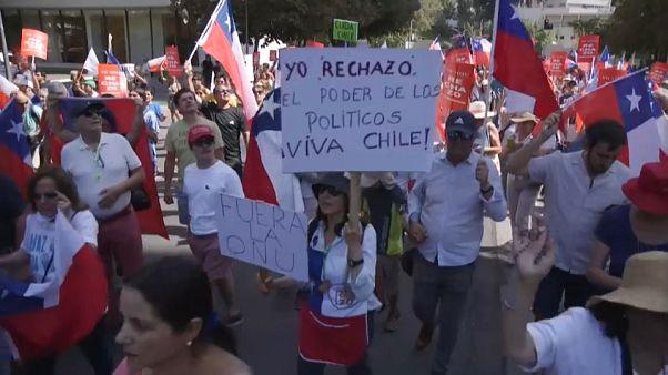 Tensión en Chile entre manifestantes a favor y en contra de la reforma constitucional