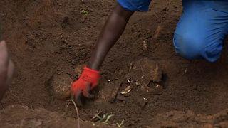 شاهد: العثور على أكثر من 6 آلاف جثة في مقابر جماعية ببوروندي