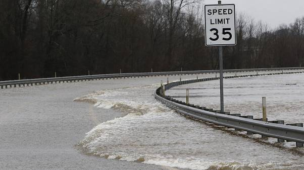شاهد: فيضانات كبيرة في ولاية ميسيسيبي والسلطات تعلن حالة الطوارئ