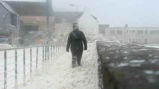 """""""Und plötzlich war das Wasser im Haus"""" - Sturm """"Dennis"""" fegt über Nordeuropa"""