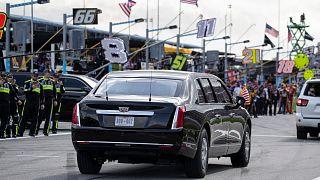 Trump limuzini ile NASCAR pistinde tur attı