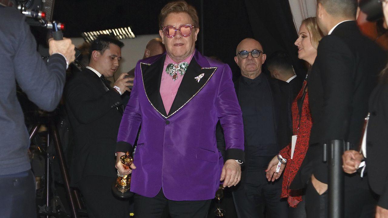 Wegen Lungenentzündung: Elton John bricht Konzert ab