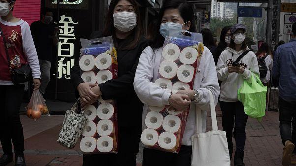Coronavirus: rapina a mano armata a Hong Kong. Il bottino? Carta igienica
