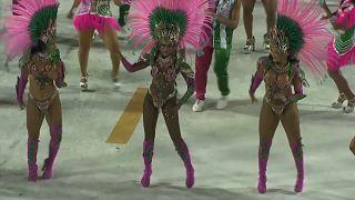 ویدئو؛ تمرینهای مقدماتی کارناوال رقص سامبا در برزیل