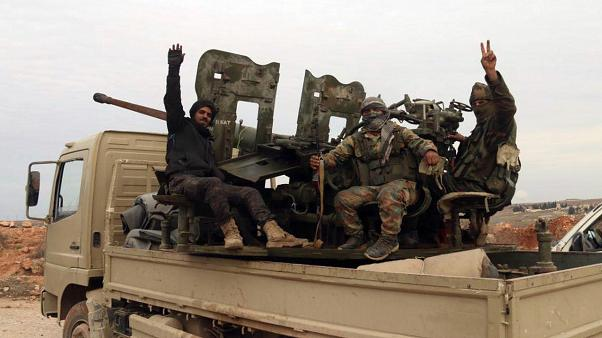 Suriye haber ajansı Sana Suriye ordusunun Halep'teki bir köyde kontrolü ele geçirdiğini duyurdu