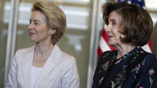 رئيسة مجلس النواب الأمريكي نانسي بيلوسي ورئيسة المفوضية الأوروبية أورسولا فون دير يلان