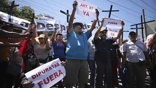 El Salvador: Proteste für 109-Millionen-Dollar-Darlehen gegen Maras