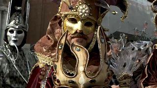 Angyalreptetés a velencei karneválon