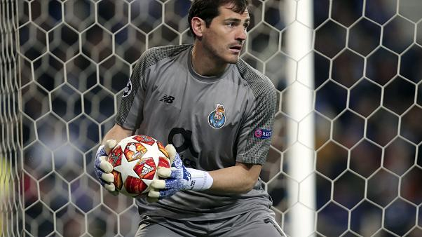 Tras nueve meses sin pisar el campo, Iker Casillas cuelga los guantes
