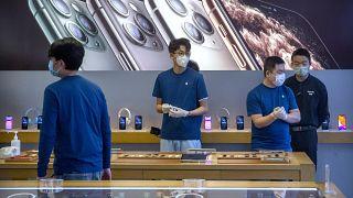 Koronavirüs akıllı telefon pazarını da vurdu Apple, Huawei ve Samsung'un satışları düştü