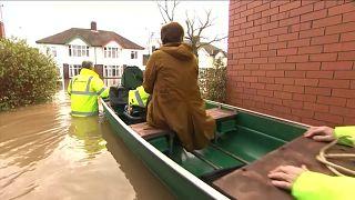 Viele Briten weiter unter Wasser - Umweltminister gibt Klimawandel Schuld am Ausmaß der Schäden