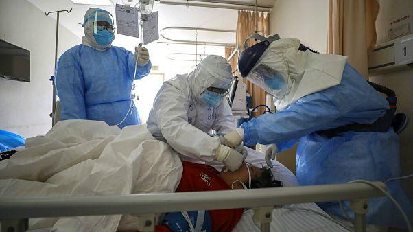 پزشکان چینی به درمان ویروس کرونا با پلاسمای خون شفایافتگان روی آوردند