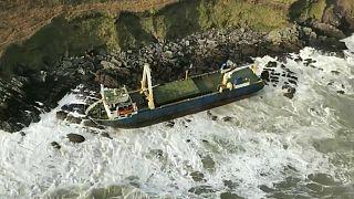 کشتی متروکه پس از یکسال سرگردانی در اقیانوس از ساحل ایرلند سر در آورد