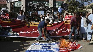 البحرين.. السجن 3 سنوات لمواطن حرق علم إسرائيل