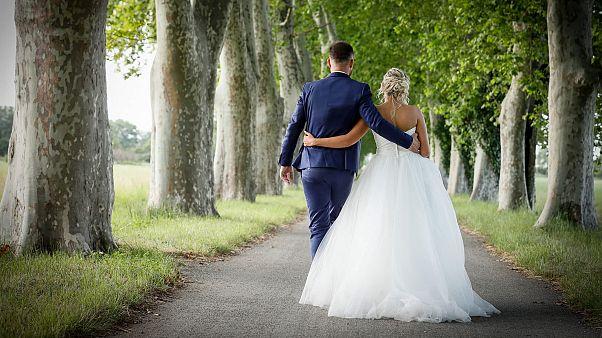 """""""الزواج من النظرة الأولى"""" .. علماء يختارون لك شريكة حياتك وتراها للمرة الأولى في حفل الزفاف"""