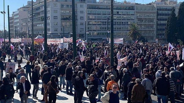 A késői nyugdíjbavonulás ellen tiltakoznak a görögök