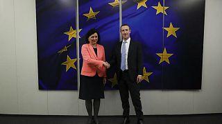 """المفوضة الأوروبية للشؤون القانونية فيرا يوروفا والرئيس التنفيذي لشركة """"فيسبوك"""" مارك زوكربيرغ"""