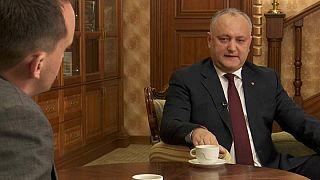 Der Präsident der Republik Moldau sprich mit Euronews-Reporter Orlando Crowcroft in Chisinau