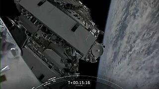 اطلاق قمر اصطناعي في مداره.