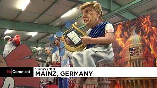 A világ vezetőinek karikatúrái a mainzi karneválon