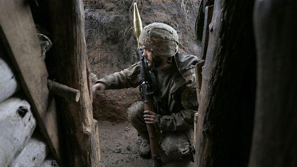 Украинский военный на передовой в Луганской области, январь 2020