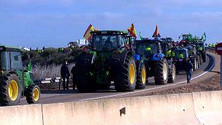 Ötezer gazda zárta el az utakat Spanyolországban, jövőjükért tüntettek