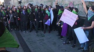 ویدئو؛ تظاهرات زنان مکزیکی معترض به قتل دختر ۷ ساله