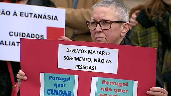 #euroviews : l'euthanasie au Portugal, un revers pour Tesla en Allemagne et le printemps à Moscou