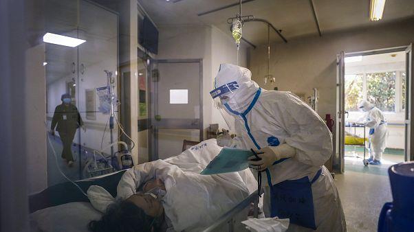 ارتفاع حصيلة وفيات فيروس كورونا إلى 2000 والأمم المتحدة تقول إن الوضع خطير