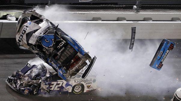 İzle: Daytona'da korkutucu kaza, hastaneye kaldırılan pilot kendine geldi