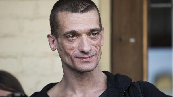 Франция может лишить Павленского статуса политического беженца