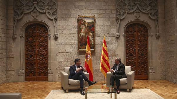 Pedro Sánchez con Quim Torra en el Palacio de la Generalitat en Barcelona, el jueves 6 de febrero de 2020.