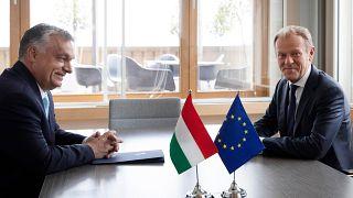 Orbán Viktor és Donald Tusk Brüsszelben