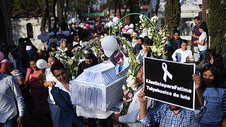 """Sie fordern """"Gerechtigkeit für Fatima (†7)"""""""