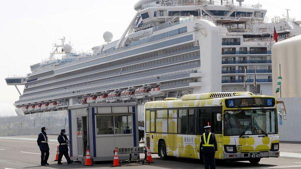Japonya'da karantina altındaki gemi
