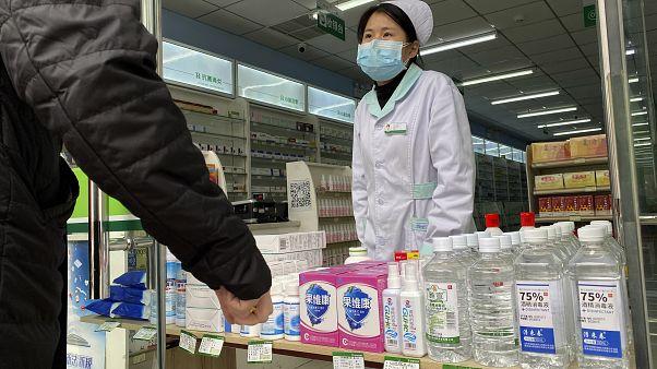 الصين تؤكد نجاح جهودها لاحتواء فيروس كورونا مع تراجع عدد الإصابات الجديدة