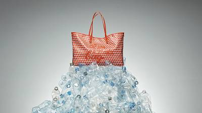 The tote bag uses a total of 32 bottles.