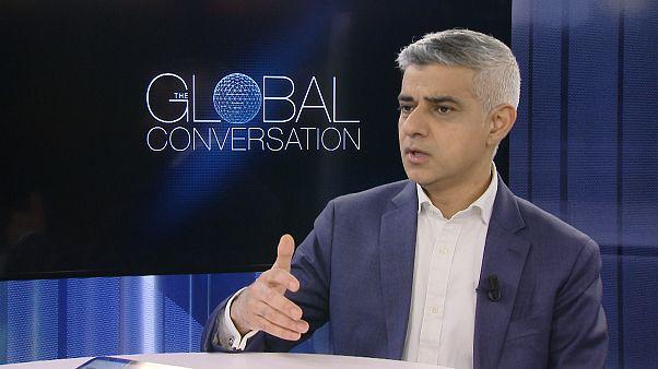 صادق خان عمدة لندن وعضو في حزب العمال