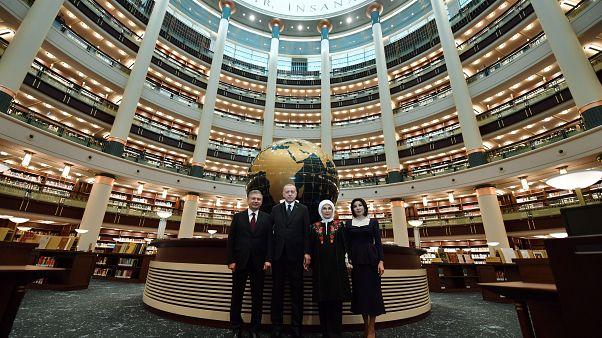 Türkiye Cumhurbaşkanı Recep Tayyip Erdoğan ve Özbekistan Cumhurbaşkanı Şevket Mirziyoyev eşleriyle birlikte Millet Kütüphanesi'nin açılış törenine katıldı.