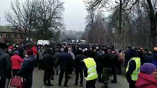 «Να μην επιστρέψουν στη χώρα όσοι ταξίδεψαν στην Κίνα» ζητούν οι διαδηλωτές