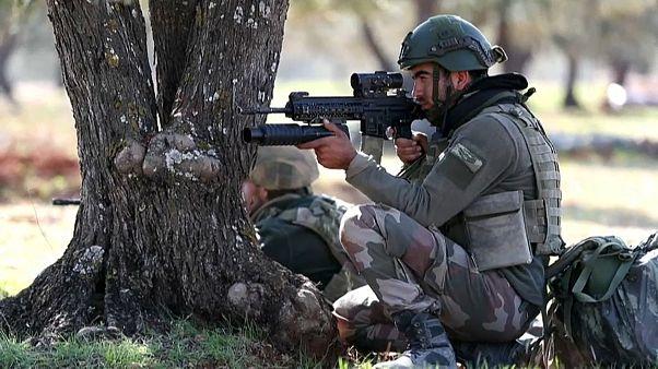 أحد جنود القوات التركية المنتشرة على خط المواجهة في إدلب السورية-20 فبراير 2020