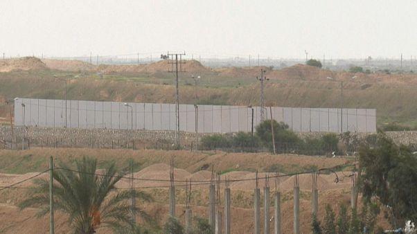شاهد: مصر تُشيد جداراً جديداً على طول حدودها مع قطاع غزة