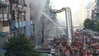Μιανμάρ: Μεγάλη φωτιά σε 12όροφο κτίριο